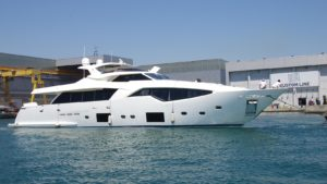 Ferretti_custom-line-108-yacht
