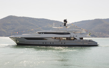 Pachamama and OnlyOne: two megayachts for a relaunch