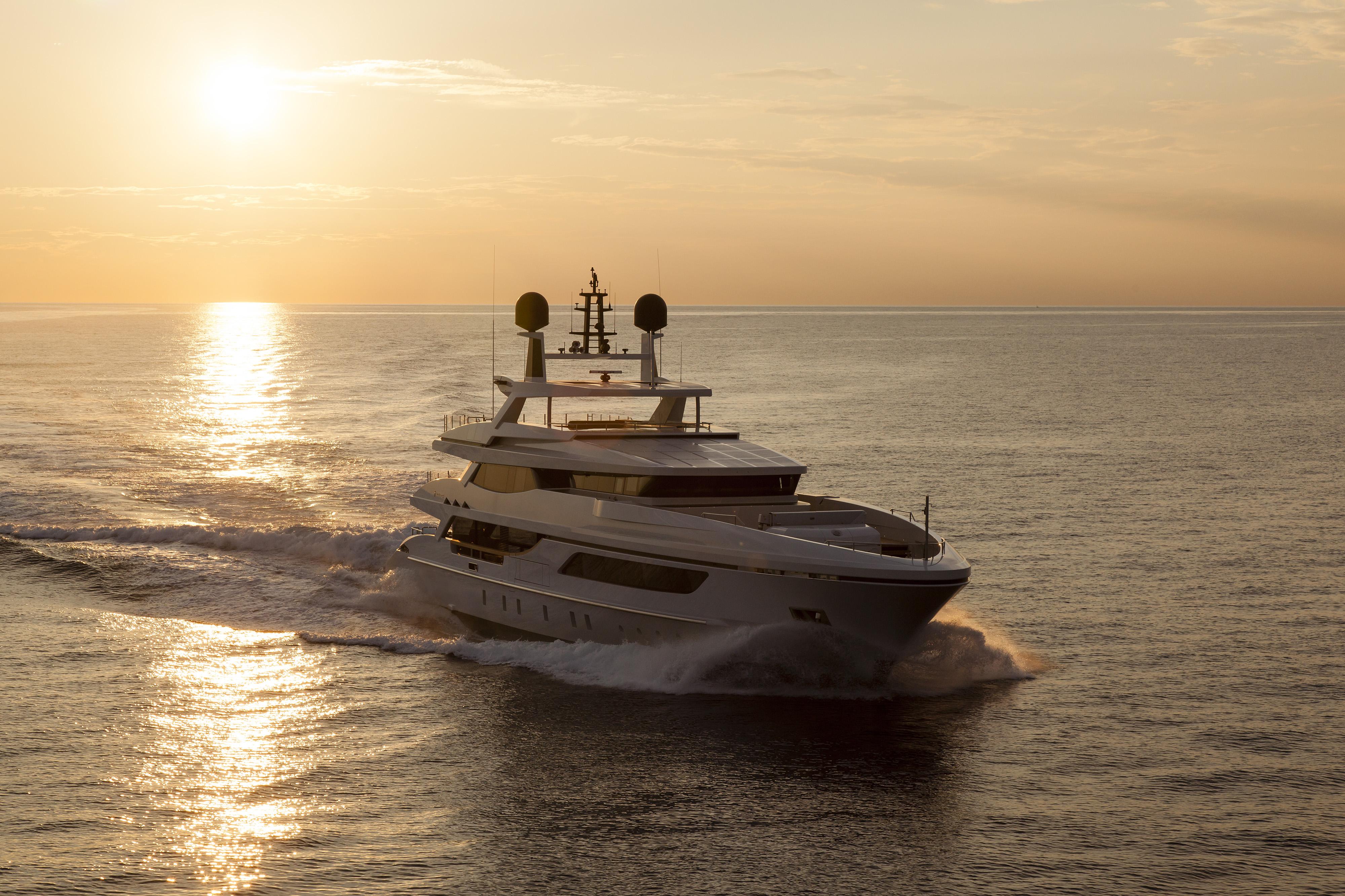 Yacht privato elinca light systems
