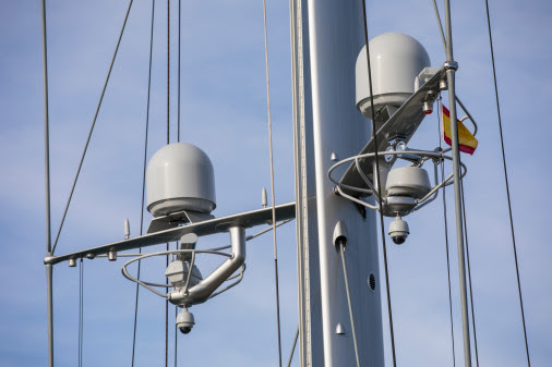 dual antenna on boat