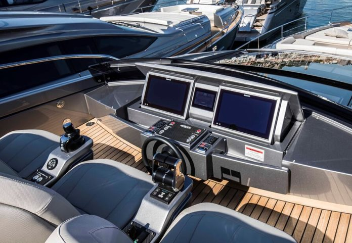 autopilot boat yacht