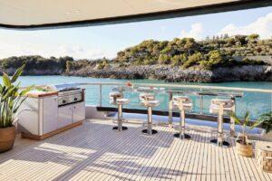 benetti yacht infinity bar