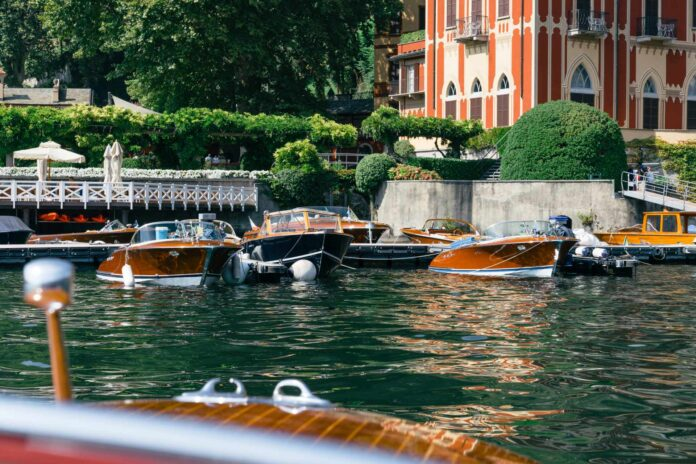 villa este motorboat meeting