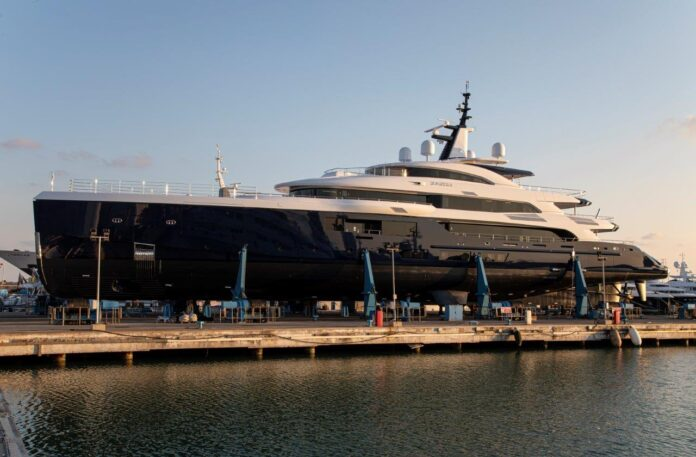 benetti azimut awarded yacht