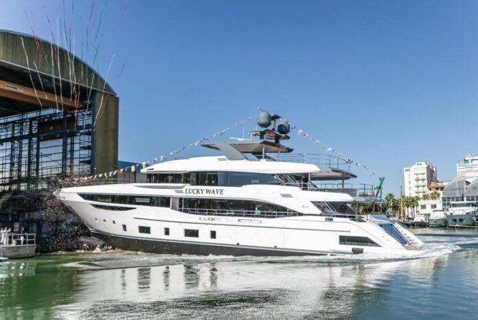 benetti launch yacht